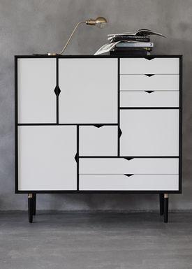 Andersen Furniture - Skænk - S3 Sideboard - Sort Med Hvide Fronter
