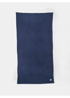 Ferm Living - Håndklæde - Organic Bath Towel - Mørkeblå