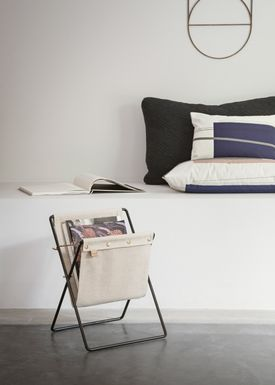 Ferm Living - Holder - Herman Magazine Stand - Sort med Canvas
