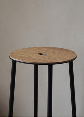 FRAMA - Chair - Adam Stool / R031 / Round - Oak / Matt black / H65
