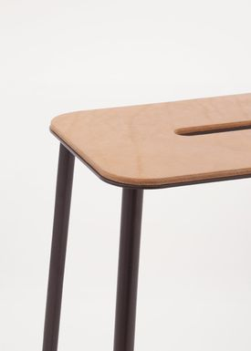 FRAMA - Stol - Adam Stool - Natural Leather / Matt black / H65