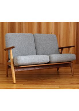 Getama - Soffa - GE240 / The Cigar Couch / 2 seater / by Hans J. Wegner - Oak