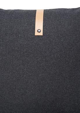 Louise Smærup - Pude - Uld - Dark Grey Wool - 65 x 65