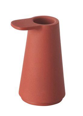 Muuto - Lysestage - Grip Candle Holder - Støvet Rød