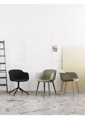 Muuto - Stol - Fiber Chair - Swivel Base - Støvet Grøn/Støvet Grøn
