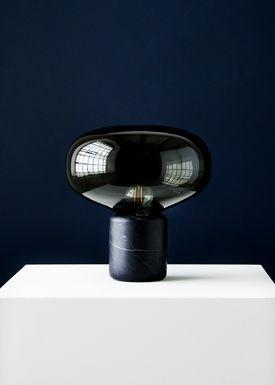New Works - Bordlampe - Karl Johan - Black Marquina w. Smoked Glass