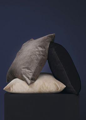 New Works - Pude - Velvet Cushion - By Malene Birger - Grey