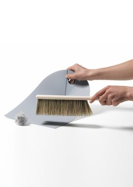 Normann Copenhagen - Fejebakke & kost - Dustpan with broom - Mørkegrå