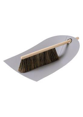 Normann Copenhagen - Fejebakke & kost - Dustpan with broom - Light Grey