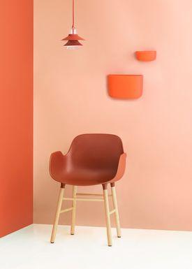 Normann Copenhagen - Stol - Form Armchair - Rød/Eg