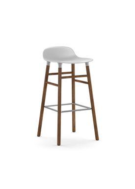 Normann Copenhagen - Stol - Form Barstool - 75 cm - Hvid/Valnød