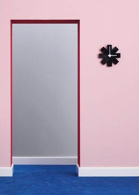 Normann Copenhagen - Ur - Watch Me Wall Clock - Sort