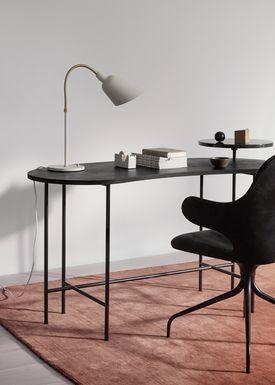 &tradition - Bordlampe - Bellevue / AJ8 af Arne Jacobsen - Grå beige og messing