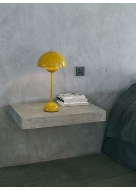 &tradition - Bordlampe - Flowerpot Table Lamp VP3 af Verner Panton - Mustard