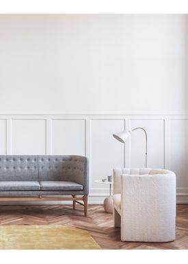 &tradition - Gulvlampe - Bellevue / AJ7 af Arne Jacobsen - Hvid elfenben og messing