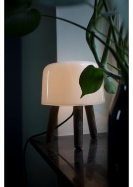 &tradition - Lampe - Milk Table Lamp - NA1 - røget olieret ask/sort