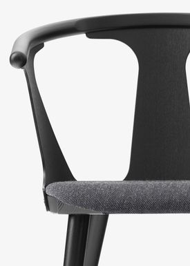 &tradition - Stol - In Between Chair / SK1 / SK2 - Black lacquered oak with Fiord 191 / SK2