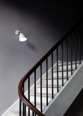 &tradition - Væglampe - Bellevue / AJ9 af Arne Jacobsen - Hvid elfenben og messing