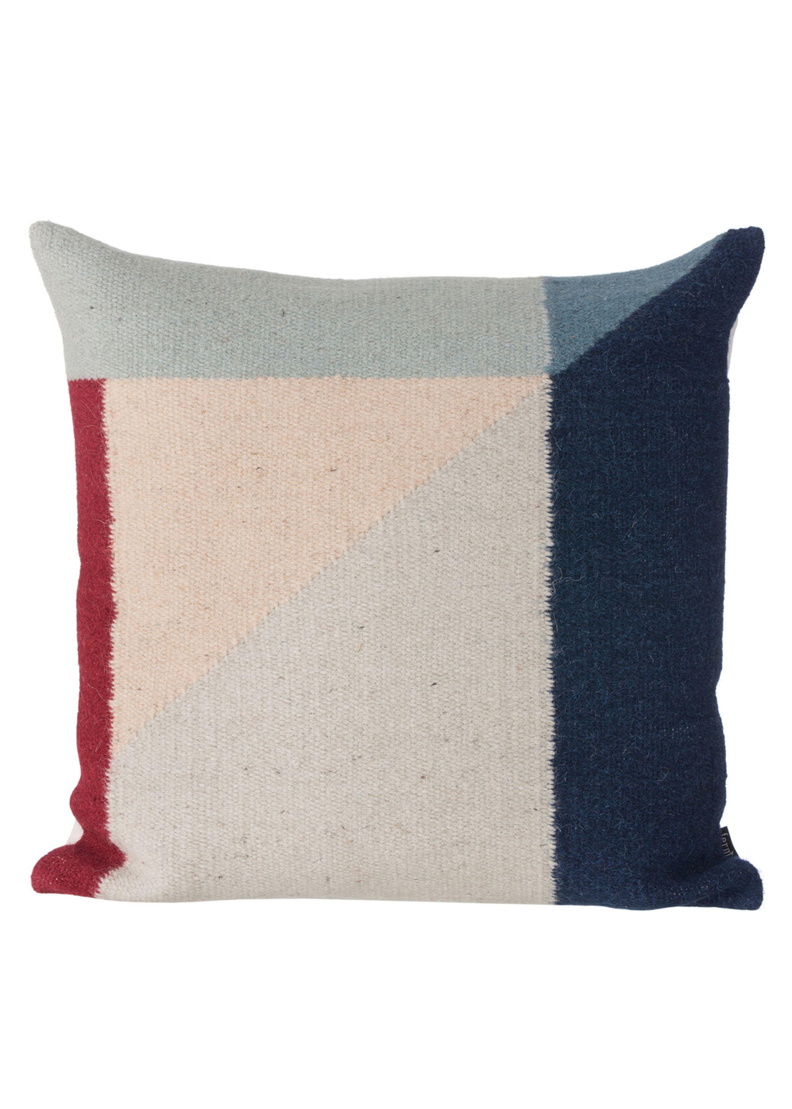 Kelim cushion triangles