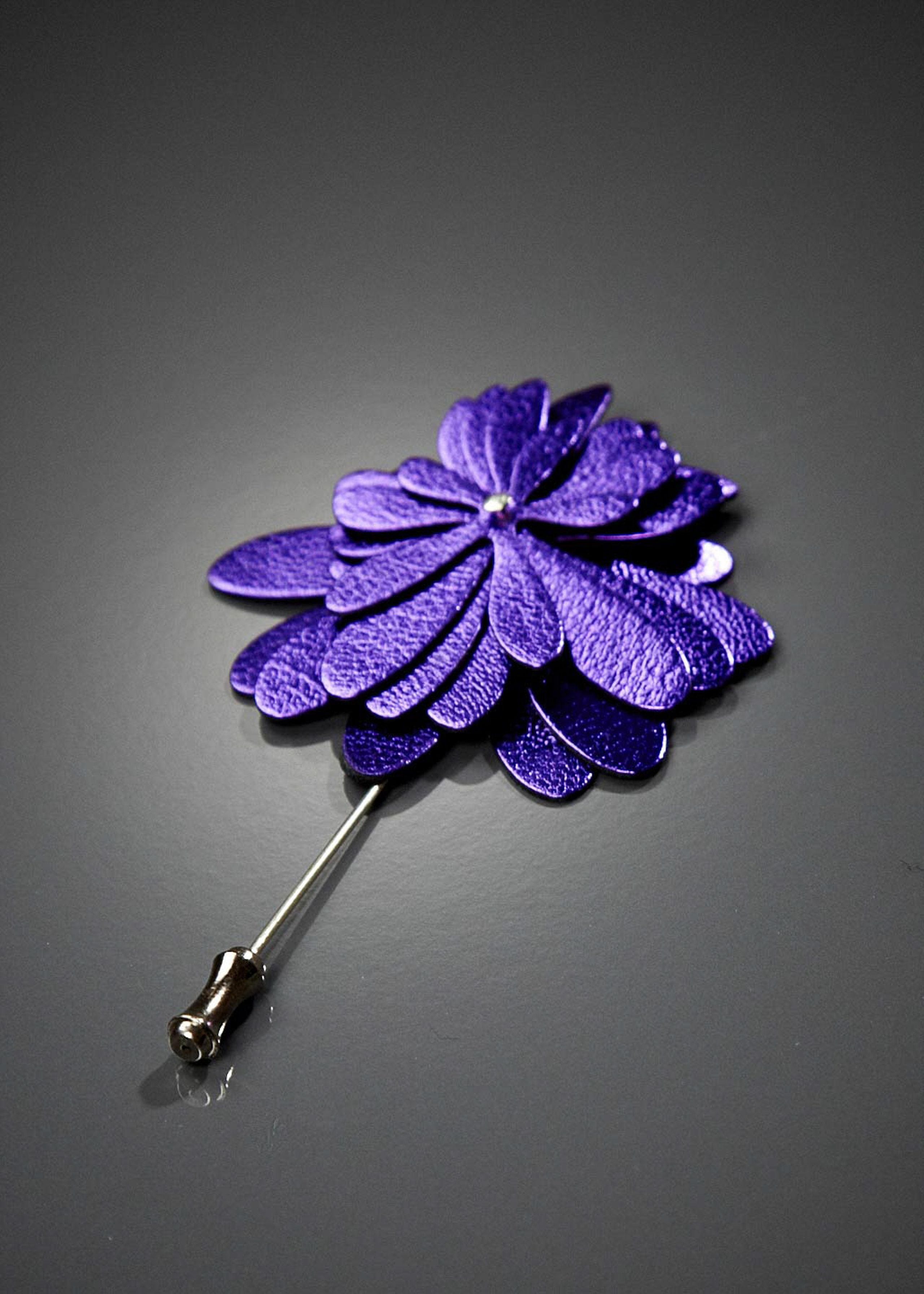 Flower on broche