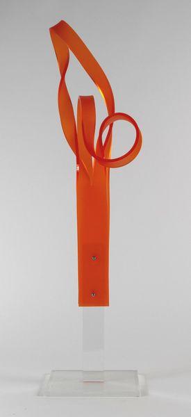 Skulptur i orange plexiglas - Kunstner Lone Völcker