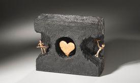 Skulptur. Titel: At finde ind til kærligheden