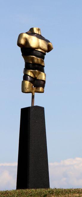 Skulptur af Pierre Martin: Turning Torso II Bronze
