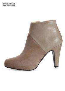 gardenia-short-boot-with-heel-zip-beige-4916156.jpeg