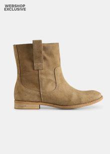 shoe-the-bear-marina-s-sand-2181546.jpeg