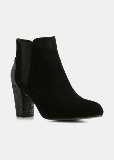 Shoe The Bear -  - Hannah Mix