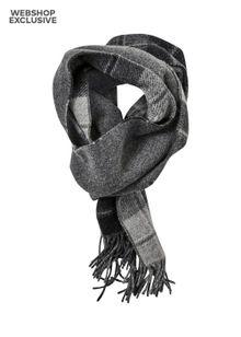 nn-07-scarf-two-grey-check-5658087.jpeg
